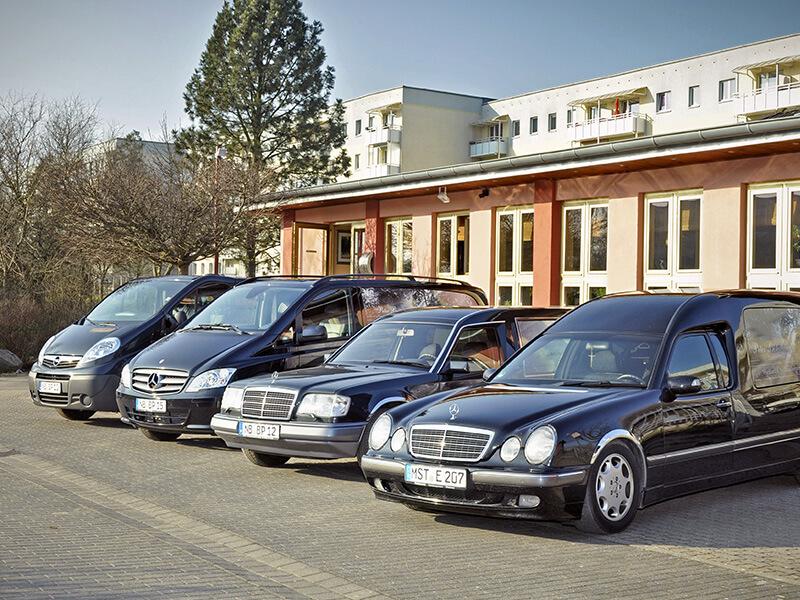 Fuhrpark mit vier Fahrzeugen